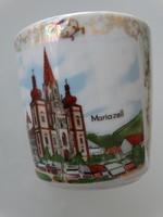 Porcelán emlékcsésze Mariazellből irizáló zománccal
