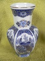 Porcelán pávás váza