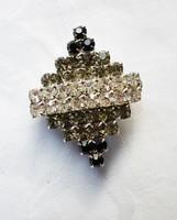 Retró bross elegáns, 3 színű csillogó karmos foglalatú kövekkel.