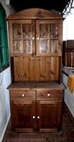 Fenyő tálaló szekrény