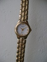 Pallas minőségi női óra sajnos az üveg elég karcos de kitünő müködéssel
