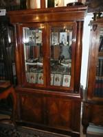 Ritka, álomszép, oszlopos, tükrös, üveg polcos antik vitrin eladó kb. 1850 környéke
