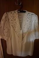 Kalocsai női riselt blúz fehér hímzéssel eladó. 3a4ad10b7d