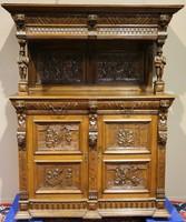 Eladó ez a különleges antik,reneszánsz,dúsan faragott tálaló az 1800-as évekből!