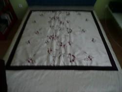 Gazdagon hímzett ágytakaró 99e90bb0d7