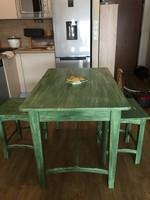 Régi fenyőfa asztal + 2 db hokedli