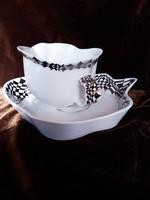 Egyedi tervezésű 3 db teáscsésze tányérral.