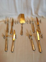 Ezüst süteményes sett. Négy személyes !4 villa,4 kés,1 tortalapát, 5 evőeszközbak!1800- as évekből!