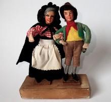 Gyűjtőknek! Régi vintage vintázs kézzel készített ír karakter baba pár fa talpon Írország Dublin