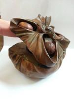 Különleges, festett bécsi bronz batyu formájú tintatartó