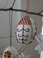 Húsvéti hímes tojás magokkal díszítve, népi iparművész munkái
