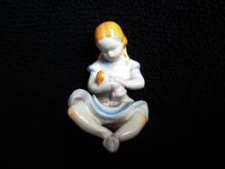 Drasche babázó kislány ritka pöttyös kötényben