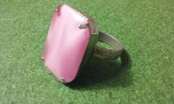 Elegáns ezüst színű rózsaszínköves gyűrű, állitható méretű