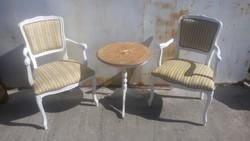 2 db neobarokk szék+ kis asztal.