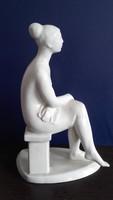 Lajos József: Ülő lány, képcsarnokos kerámia szobor