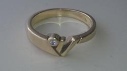 Arany 14 karátos Artdeco stílusú gyűrű pici briliánsal