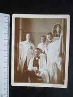 FOTÓ FOTÓGRÁFIA FÉNYKÉP JELZETT KEMÉNYHÁTÚ SEGITŐ SZÜZ MÁRIA KORHÁZ ORVOS APÁCA cca 1890
