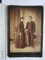 FOTÓ FOTÓGRÁFIA FÉNYKÉP MŰTERMI JELZETT KEMÉNYHÁTÚ ELŐKELŐ PÁR FÉRFI ÚR HÖLGY SELMECZBÁNYA cca.1890