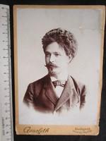 FOTÓ FOTÓGRÁFIA FÉNYKÉP MŰTERMI JELZETT KEMÉNYHÁTÚ ELŐKELŐ ÚR FÉRFI KÉP BUDAPEST cca. 1890