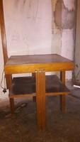 Régi asztal,állólámpával