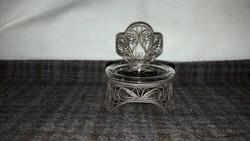 Vastagon ezüstözött cizellált kis tartóka eredeti üvegbetétjével!
