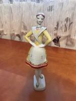 Hollóházi sárga ruhás- bujáki táncos
