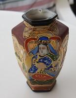 Japán porcelán váza, szép díszítéssel, nagyon ritka darab.