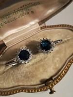 Ezüst margaréta fülbevaló fazettált kék kővel ag925
