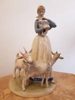 Jelzett GDR női figura kecskékkel