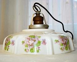 Antik, ibolyamintás tejüveg lámpa búra, foglalattal
