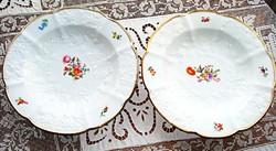Antik, domború mintás és festett virágokkal díszített mély tányérok / 2 db /