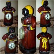Érdekes óra: Női szoborba rejtett óra