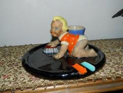 Komlós kerámia asztalközép - felmosó kislány - hamuzó