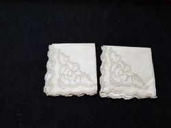 Antik, hímzett, azsúrozott szalvéta 26 cm x 26 cm.