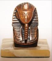 Fáraó szobor márvány talpon