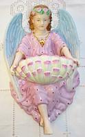 Meisseni, kézzel festett, fali szenteltvíztartó angyal