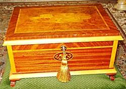 Antik angyalkás intarziás fa láda /37x27x20 cm/ doboz