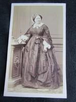VIKTÓRIA VICTORIA BRITT ANGOL KIRÁLYNÉ JELZETT CDV FOTÓ KEMÉNYHÁTÚ FÉNYKÉP FOTÓGRÁFIA cca. 1880