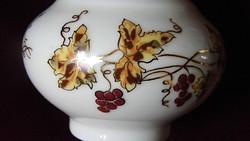 Zsolnay  váza , ritkább ,szőlő leveles mintával,hibátlan ( 2 )