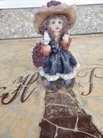 Gyönyörű szép kis figura, Gyönyörű virág kosaras lány figura