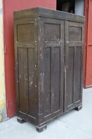 Antik ruhásszekrény