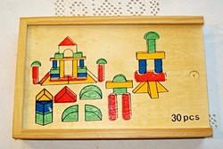 Festett színes építőkocka, saját fa dobozában (30 db-os)
