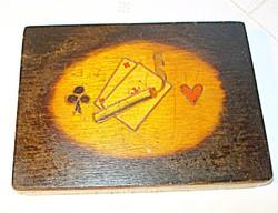 Kártya vagy cigarettatartó doboz, égetett-festett díszítés