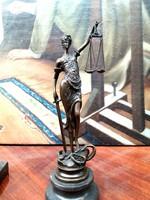 Justitia, az igazság Istennője - bronz szobor (24cm magas)