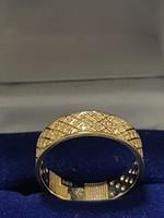 Elegáns apróköves gyűrű