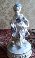 Zenélő forgő porcelán