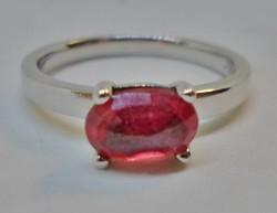 Gyönyörű  rubinköves ezüstgyűrű
