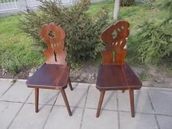 Két  régi  népi  szék