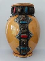 Antik kerámia váza cizellált réz pántokkal, zománc díszítéssel