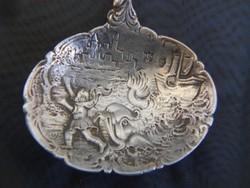 Antik ezüst kínáló kanál.Egyedi ötvös munka,gyűjtői darab.